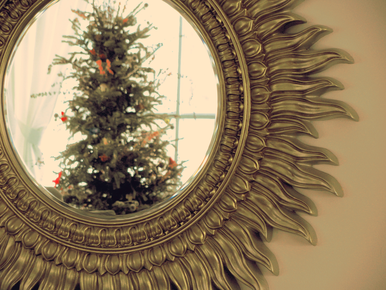 winter interior decorating: sunburst mirror